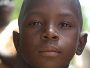 Pertenece a la tierra e los hombres y las mujeres integras: Burkina, África.  Y ya en su mirada vi esa integridad/ dignidad que no te deja indiferente